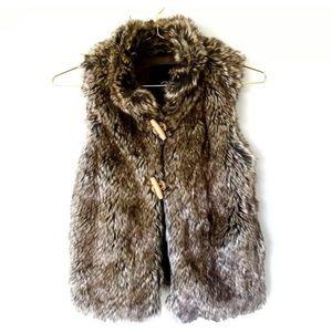 NWT Petite XS Beige Faux Fur Cozy Collared Vest